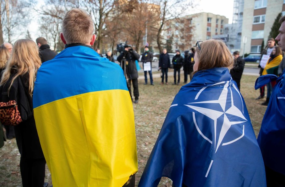 Jaunųjų konservatorių susirinkimas prie Rusijos ambasados Vilniuje
