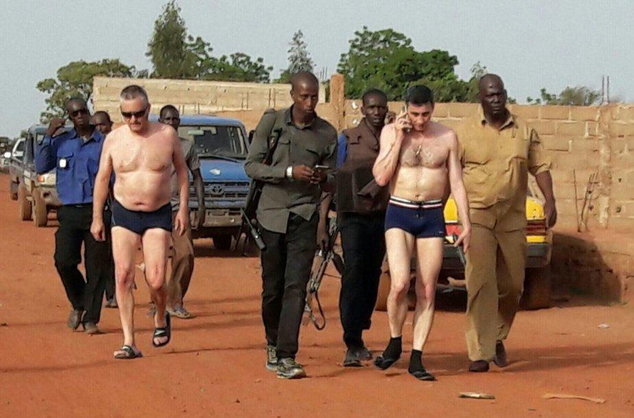 Malio saugumo pajėgos su išvaduotais įkaitais