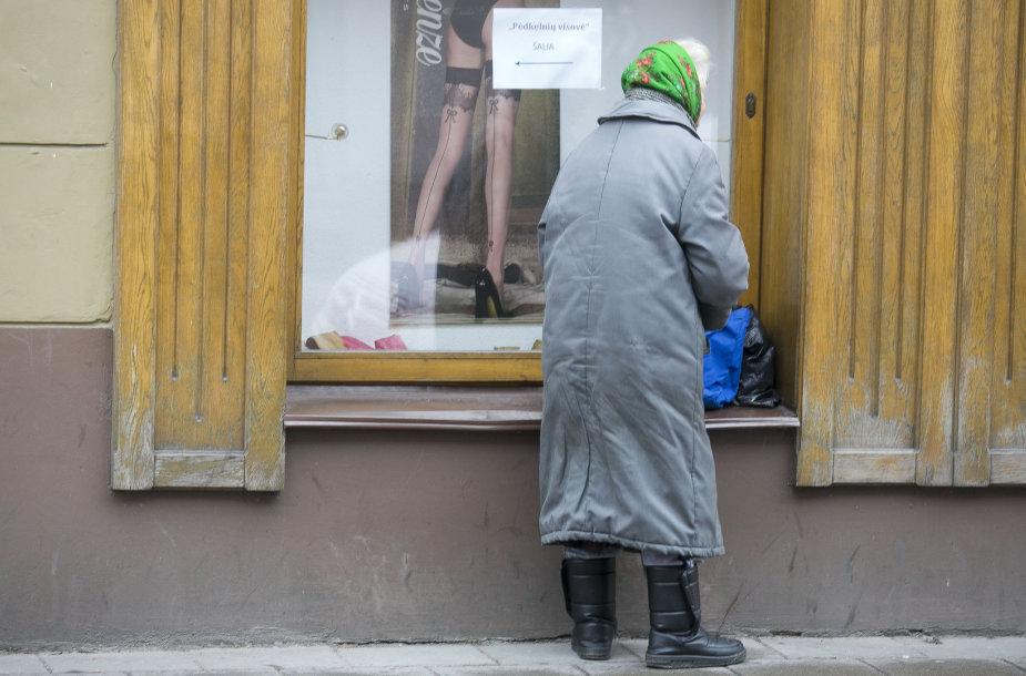 Moteris gatvėje