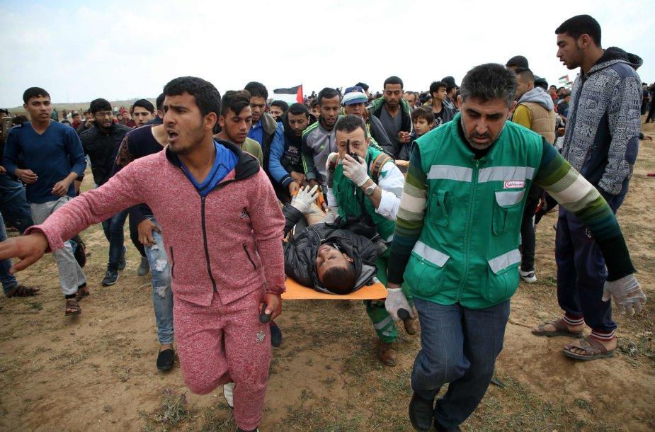 Tūkstančiai Gazos Ruožo gyventojų dalyvauja proteste prie Izraelio sienos