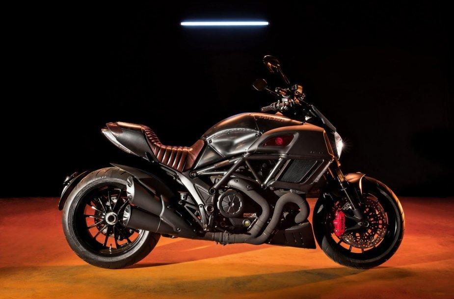 """""""Ducati Diavel Diesel"""" motociklas"""