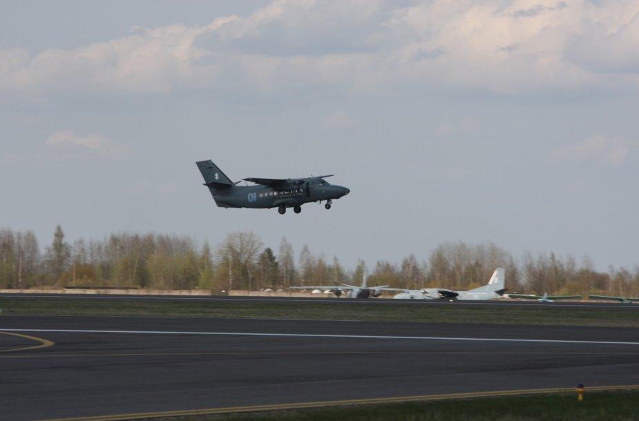 Aviacijos bazėje Šiauliuose leidžiasi NATO lėktuvas
