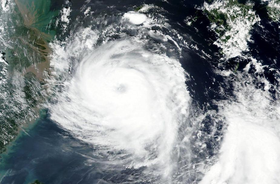 Korėjos pusiasalis ruošiasi atslenkančiam smarkiam taifūnui