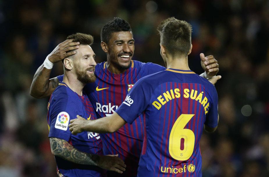 Paulinho (viduryje) greitai pritapo Barselonos klube.