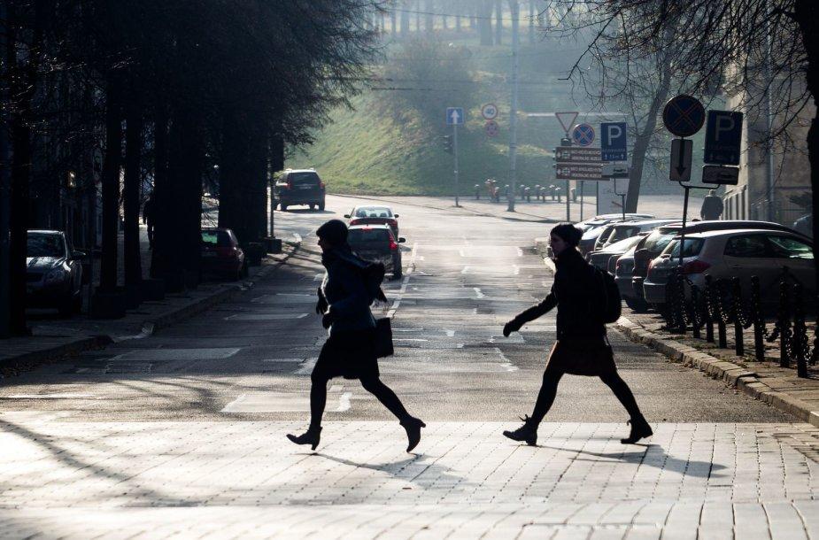 Vilnius paniręs į melsvą rūką