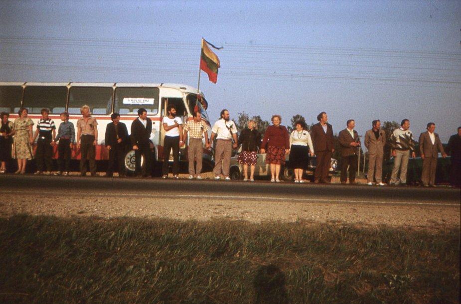 Meškuičių gyventojai Baltijos kelyje