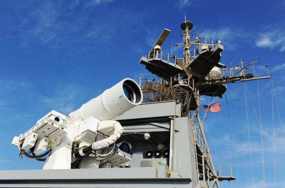 JAV Karinių jūrų pajėgoų laive sumontuotas lazerinis ginklas