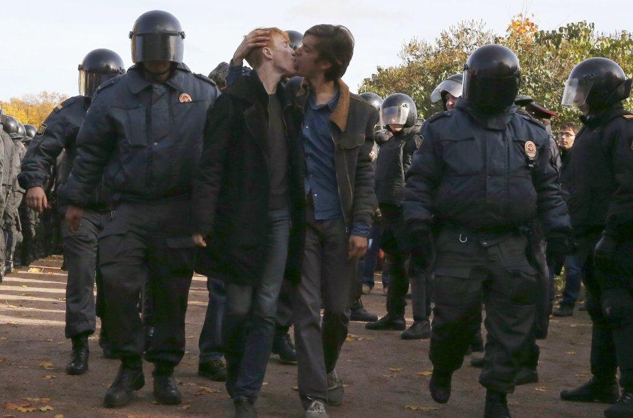 Sulaikytų Rusijos gėjų bučinys