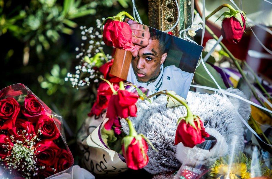 Reperio XXXTentacion gerbėjų paliktos gėlės