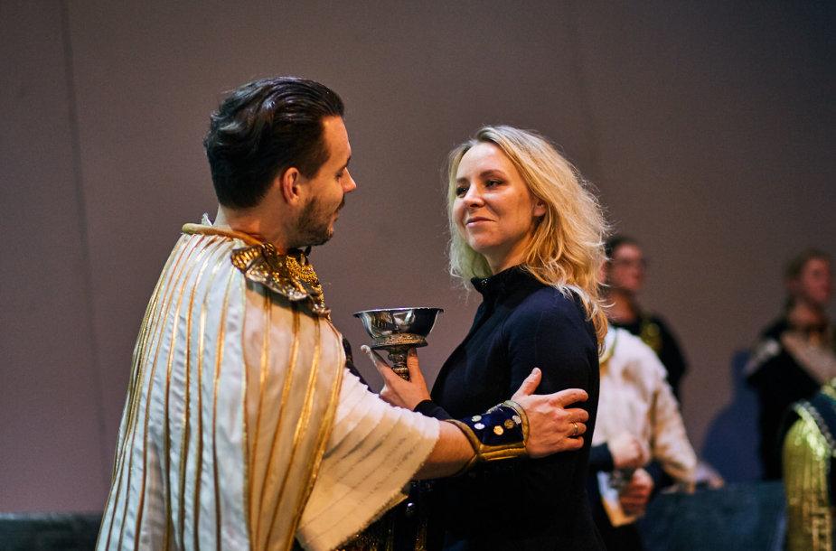 """Šventes Vilnius City Opera pasitinka su """"Samsonu ir Dalila"""""""