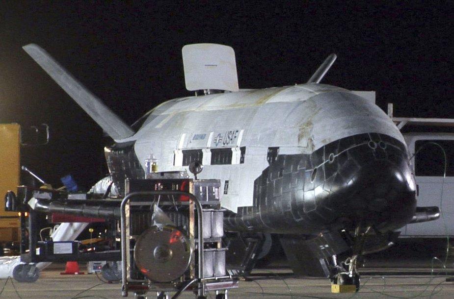 X-37B sugrįžo į Žemę
