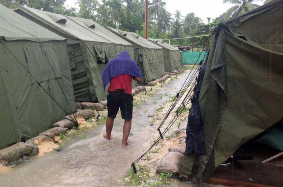 Papua Naujoji Gvinėja pirmadienį žengė svarbų žingsnį uždarant salose esančias pabėgėlių stovyklas