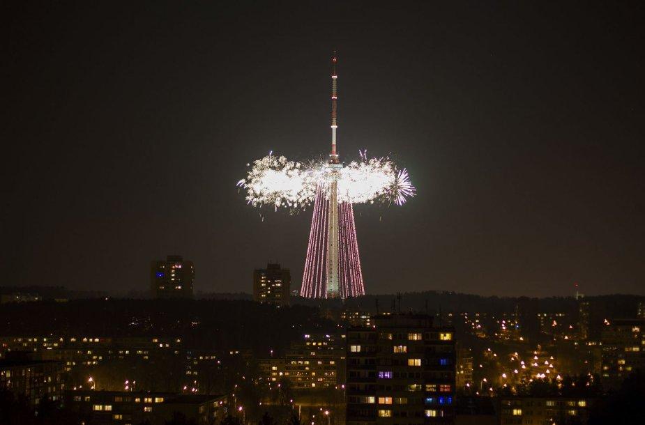Įžiebta didžiausia pasaulio Kalėdų eglė.