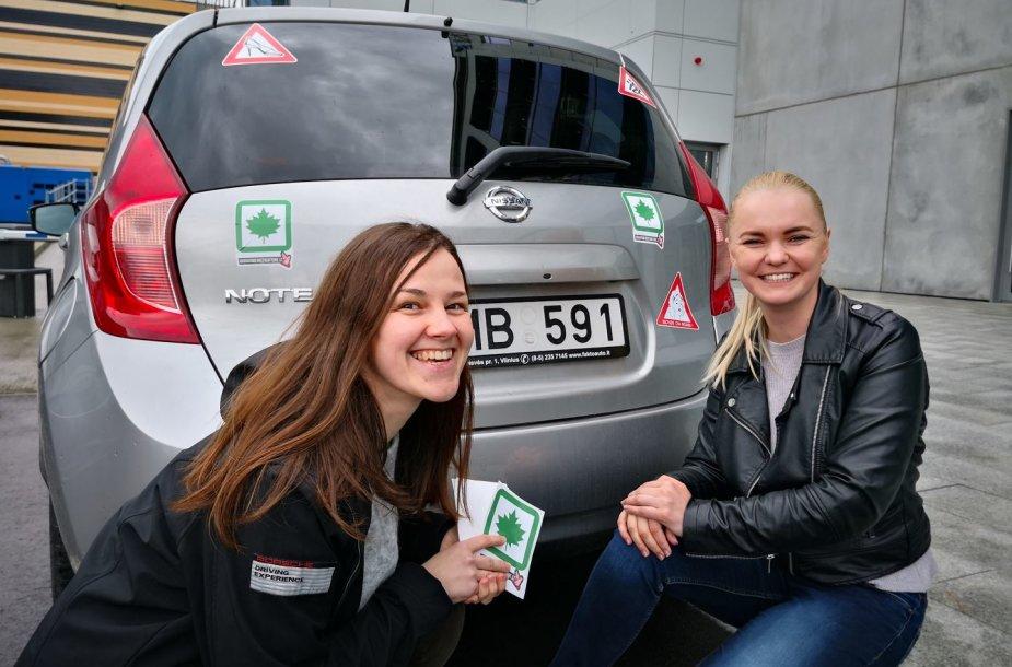 Dina Sergijenko (kairėje), 15min Gazas žurnalistė, ir Olga Židovlenkova, vairavimo instruktorė