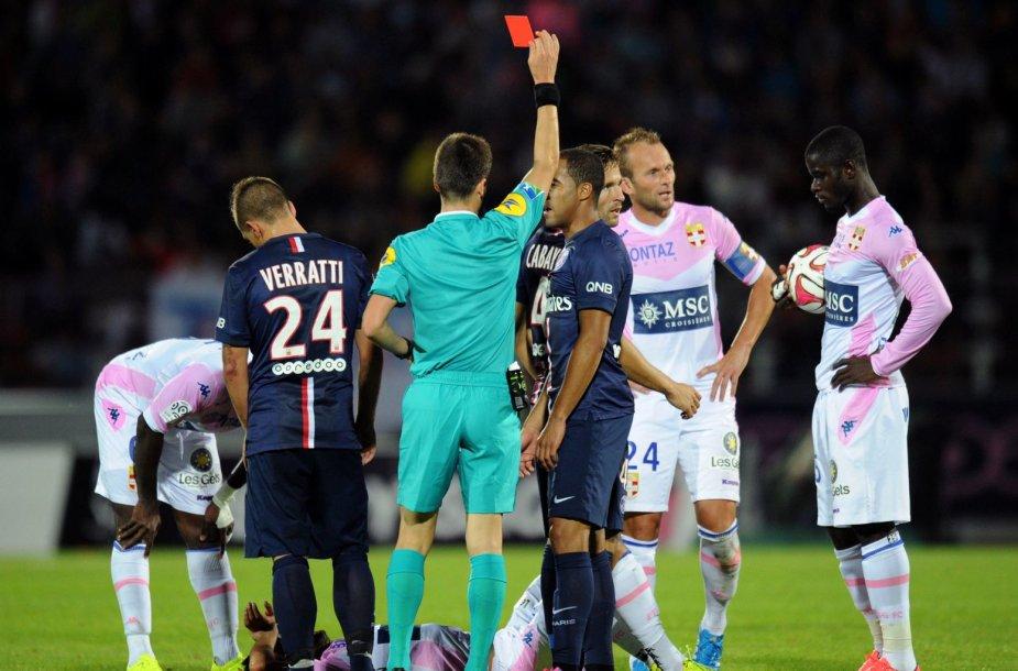 Yohanas Cabaye gauna raudoną kortelę