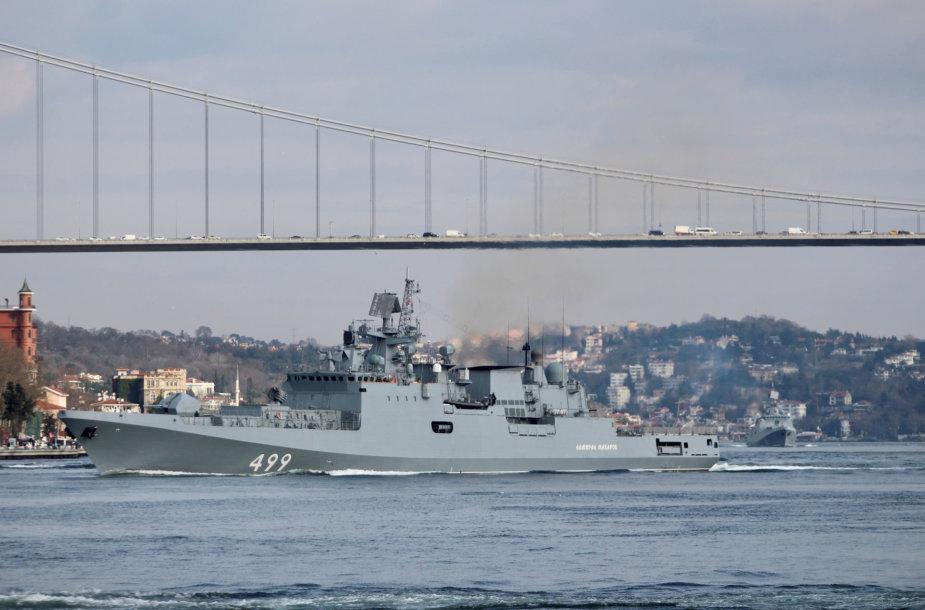 """""""Admiral Makarov"""" plaukia Bsoforo sąsiauriu"""