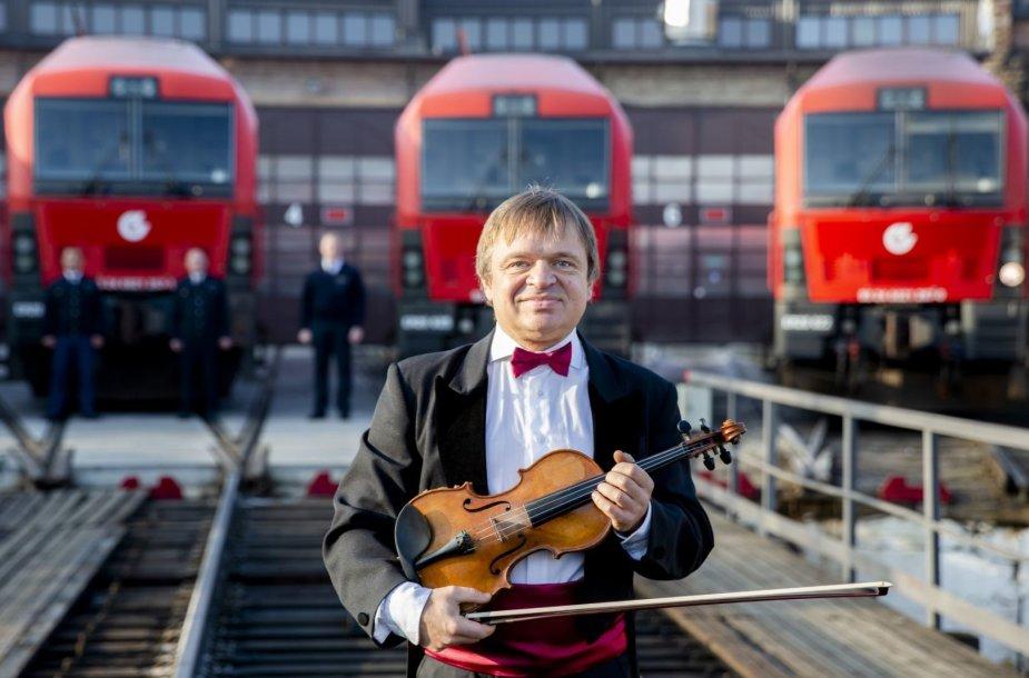 Dovana Lenkijai – lokomotyvų atliktas šios šalies himnas