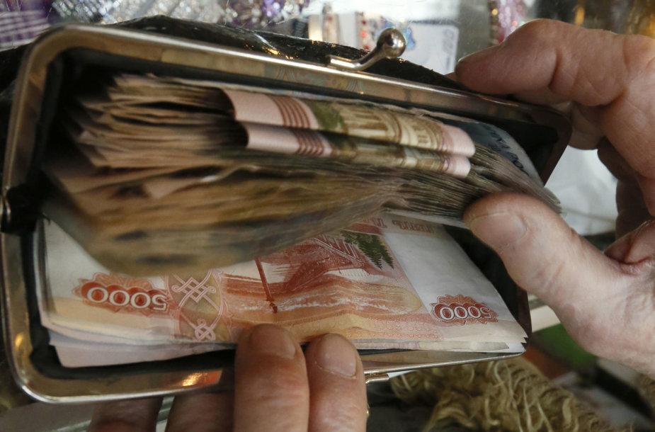 Aukštų Rusijos pareigūnų pajamos didėjo sparčiau nei eilinių piliečių