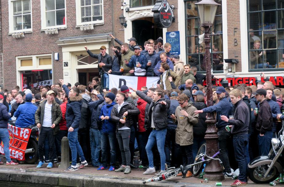 Anglijos rinktinės sirgaliai Amsterdame