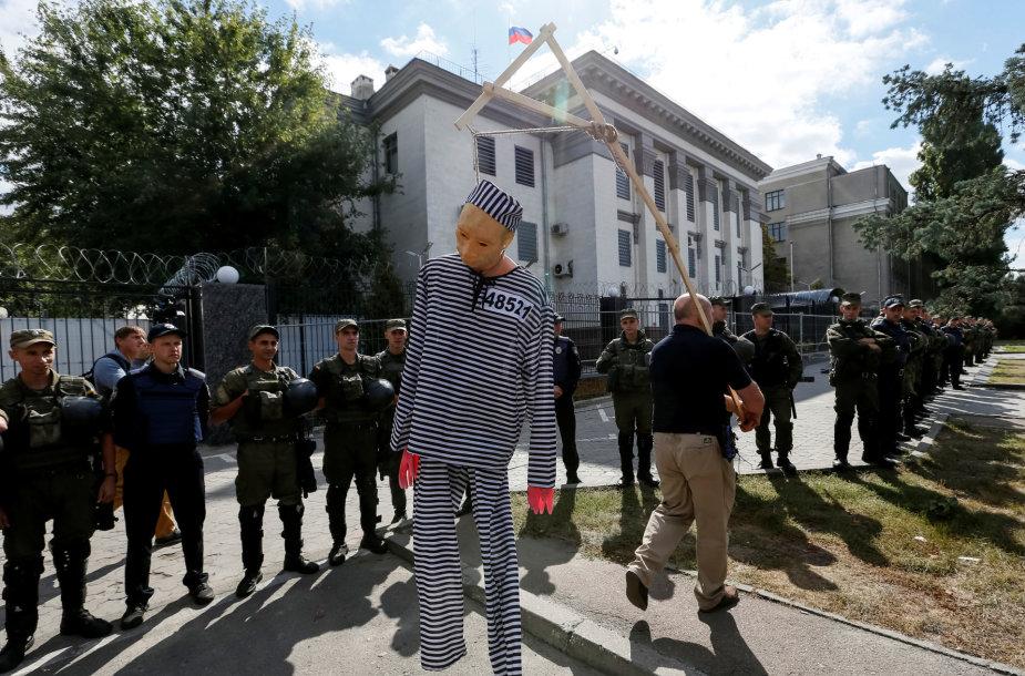 Kijeve aktyvistai užblokavo Rusijos ambasadą