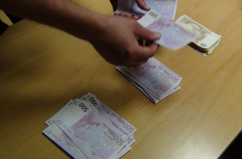 Muitininkų sulaikyti klaipėdiečio pinigai