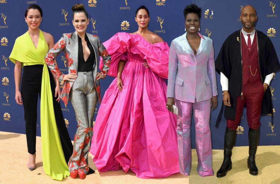 """""""Emmy"""" apdovanojimų svečiai (iš kairės): Tatiana Maslany, Suzanne Cryer, Tracee Ellis Ross, Leslie Jones ir Karamo Brownas"""