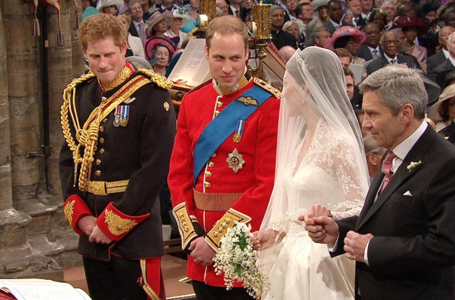Princas Harry buvo vyriausiuoju pabroliu princo Williamo vestuvėse su Kate Middleton