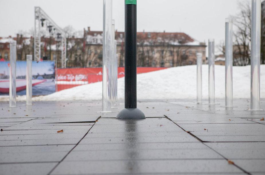 Pirmoji žiema grasina Lukiškių aikštei - ryškėja nelygumai
