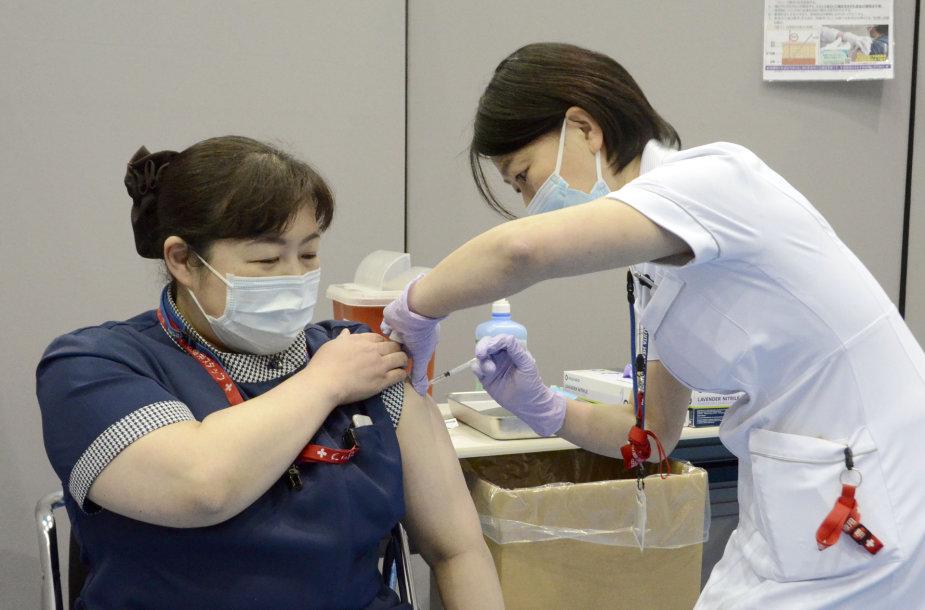 Japonijoje skiepijama slaugytoja