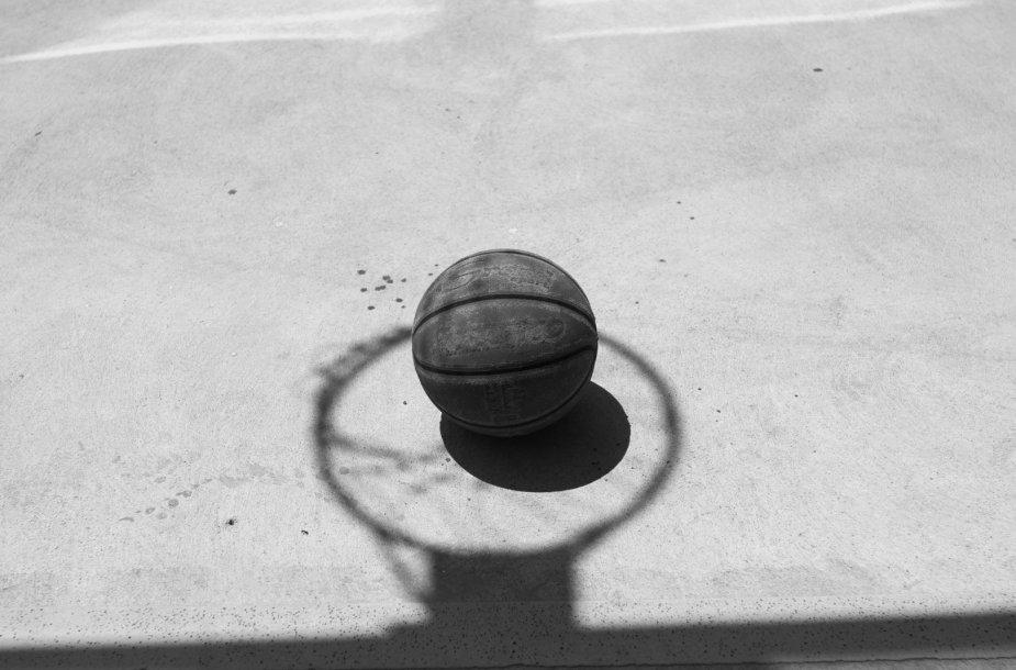 Senas krepšinio kamuolys