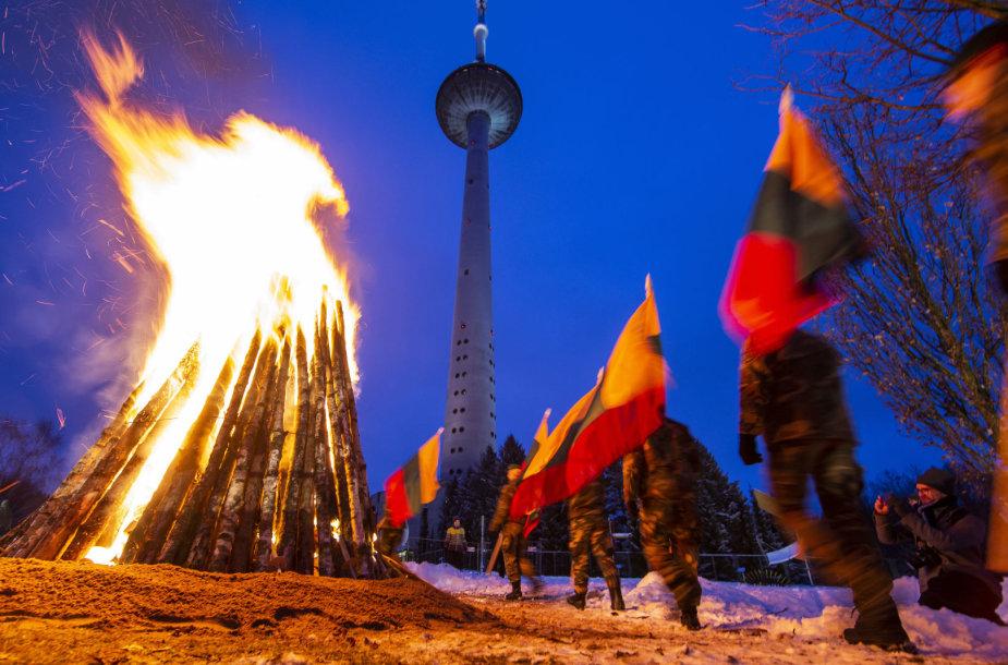 Atminimo laužų uždegimo ceremonija prie Vilniaus televizijos bokšto