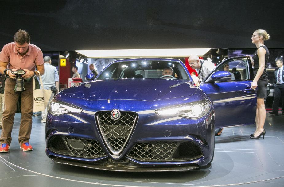 """""""Alfa Romeo"""" stendas Frankfurto automobilių parodoje"""