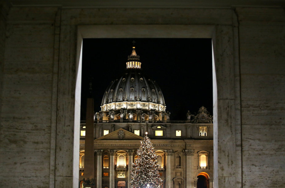 Vatikane įžiebta Kalėdų eglė