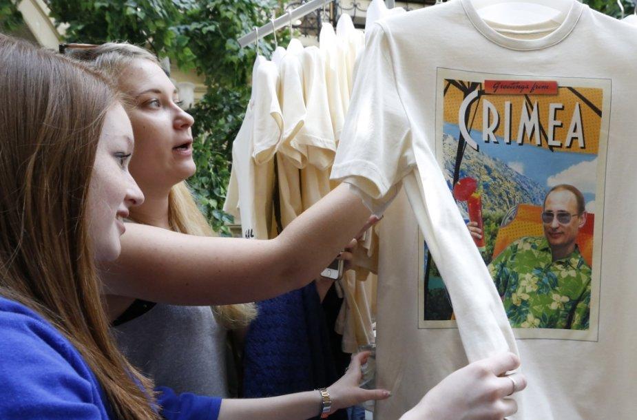 Rusijoje graibstomi marškinėliai su Vladimiro Putino atvaizdu
