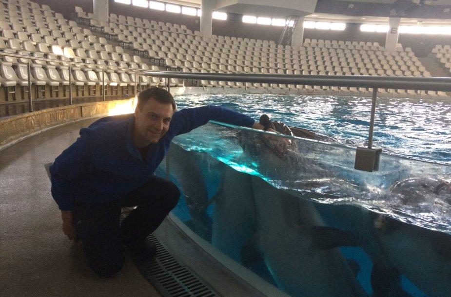 Delfinų treneris Mindaugas Lukošius