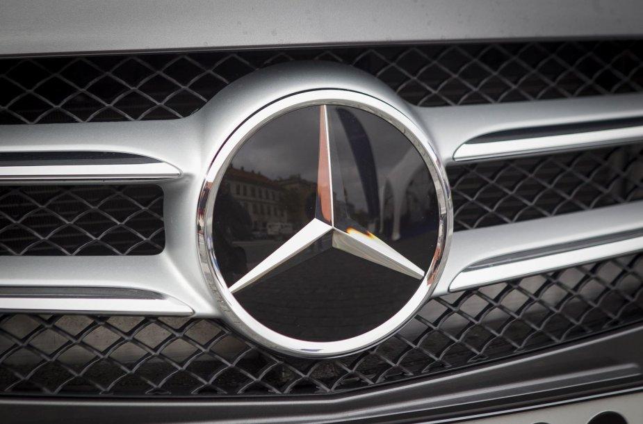 """Rotušės aikštėje pristatyti naujausi """"Mercedes-Benz"""" modeliai"""