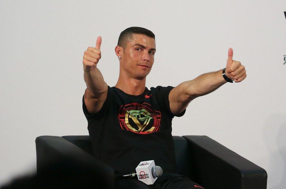 Cristiano Ronaldo reklaminiame ture Kinijoje
