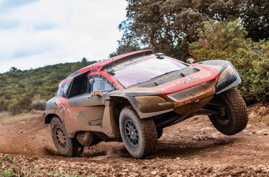 """Vaidotas Žala 2019 m. išbandė Dakarui skirtą """"Peugeot"""""""
