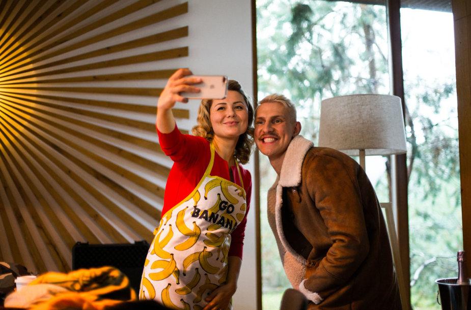 """Beata Nicholson ir Mantas Stonkus komedijos """"Aš Žvaigždė"""" filmavime"""