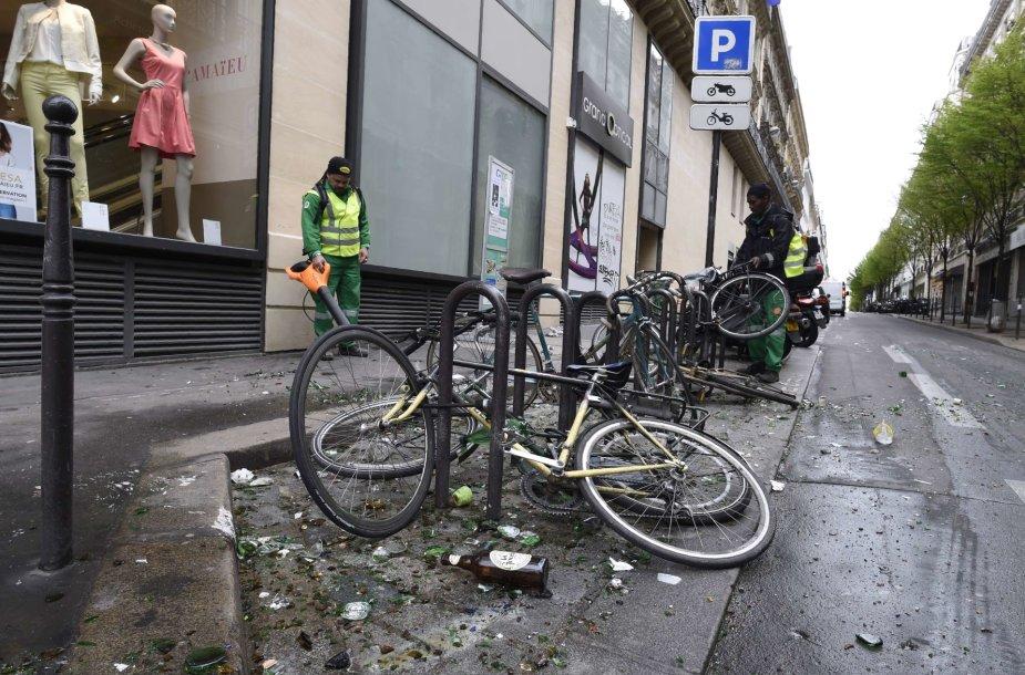 Paryžiaus Respublikos aikštė po protestuotojų susirėmimų su policija