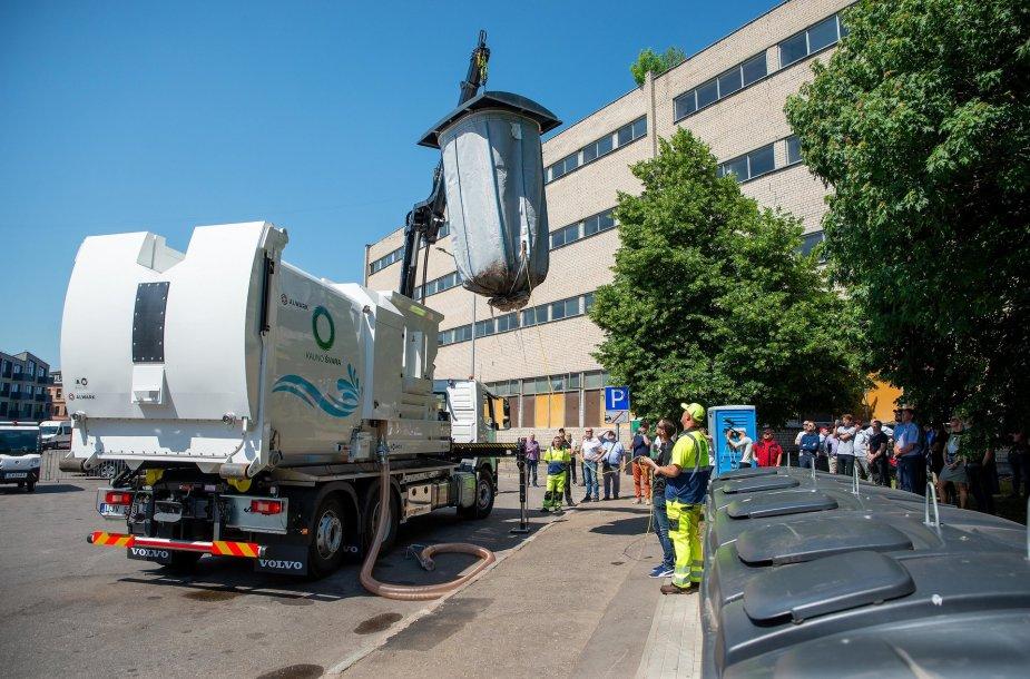 Kauno įsigyta vienintelė Baltijos šalyse konteinerių valymo mašina