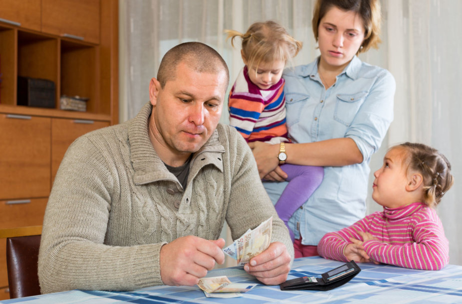 Šeima skaičiuoja pinigus