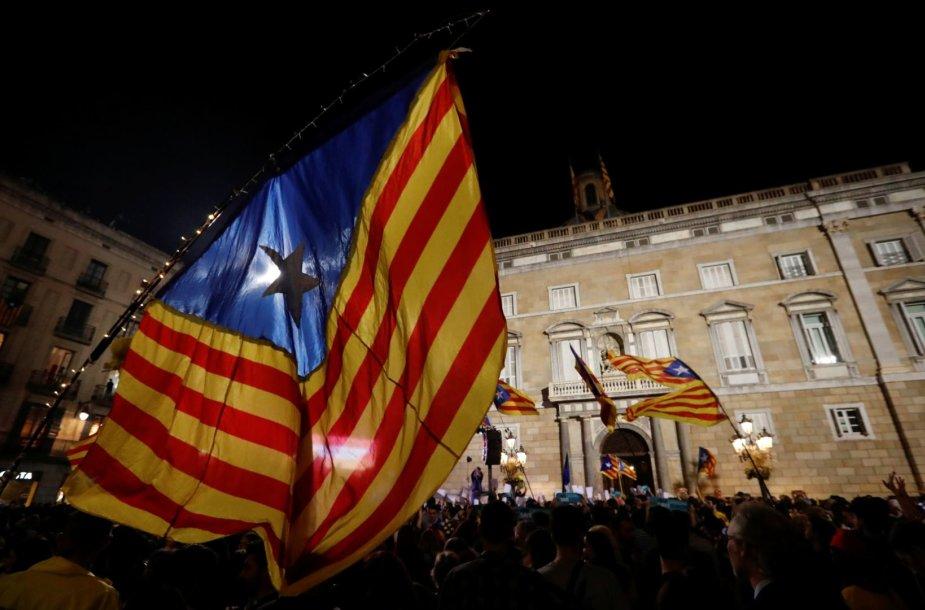 """Naujosios Katalonijos """"respublikos"""" paskelbimas regione kursto prieštaringus jausmus."""