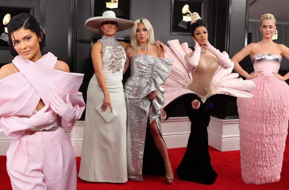 Kylie Jenner, Jennifer Lopez su Lady Gaga, Cardi B ir Katy Perry