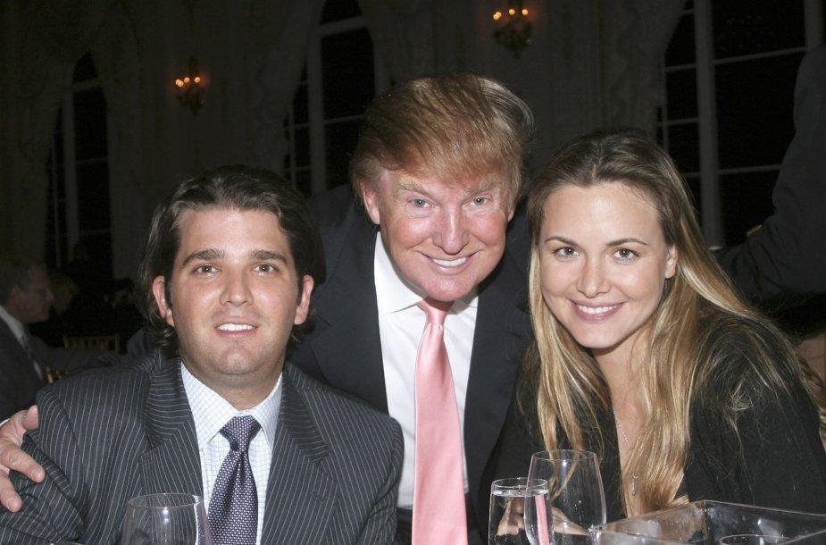 Donaldas Trumpas ir jo sūnus Donaldas Trumpas jaunesnysis su žmona Vanessa