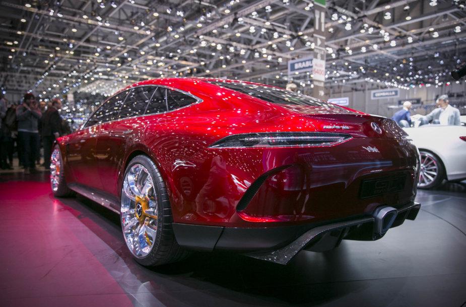 """Ženevoje pristatytas """"Mercedes AMG GT"""" konceptas"""