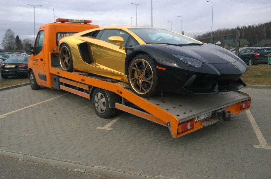 """Auksaspalvis """"Lamborghini Aventador"""" Vilniuje"""