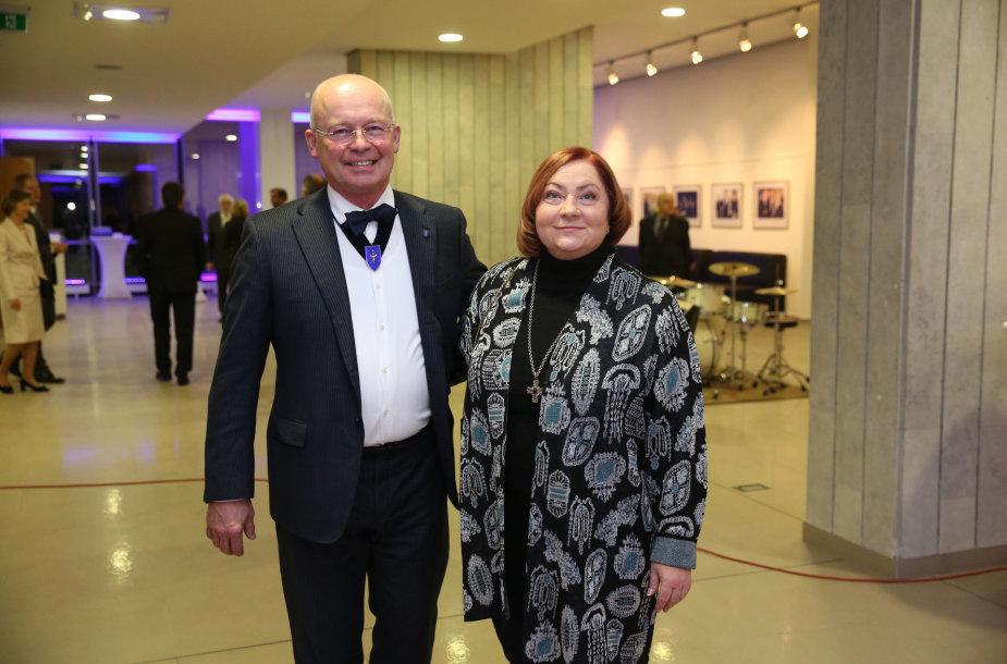 Valdo Adamkaus jubiliejaus šventėje - plastikos chirurgas Kęstutis Vitkus su žmona Daiva