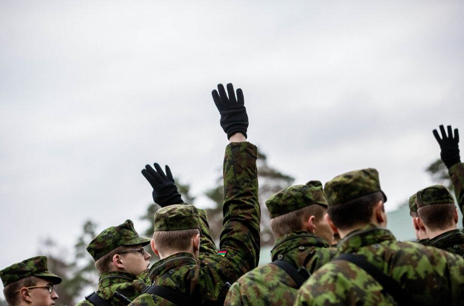 Šauktinių kasdienybė: kareivinės ir rikiuotės