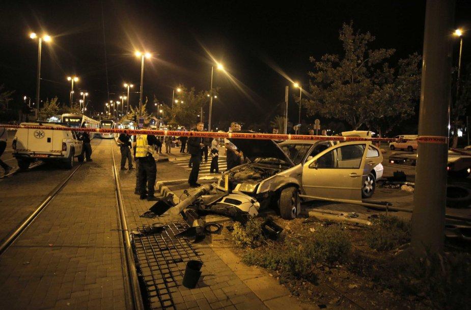 Jeruzalėje palestiniečio automobilis rėžėsi į žmones